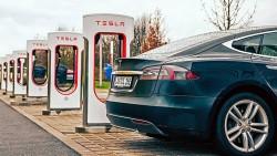 Tesla 1.5 milyon kilometrə qədər davam edən batareya patenti aldı