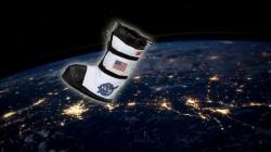 Amerikalı astronavt açıq kosmosda ayaqqabısını istlatdı